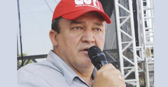 'Em 2017, a luta e a solidariedade continuam', garante Paulo Cayres
