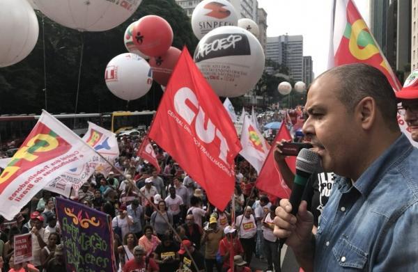 Trabalhadores prometem parar o país se o Congresso Nacional votar reforma
