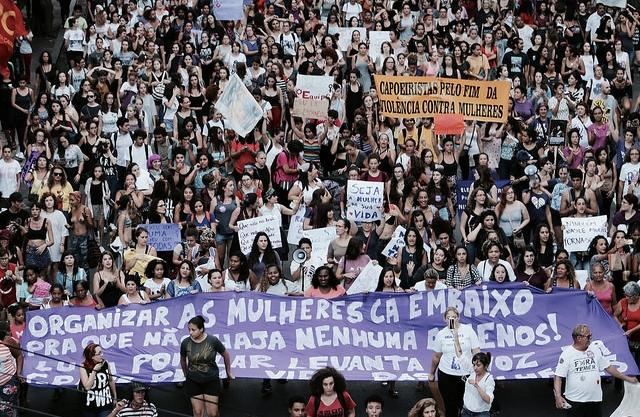 Mulheres organizam atos em defesa da democracia no dia 8 de março