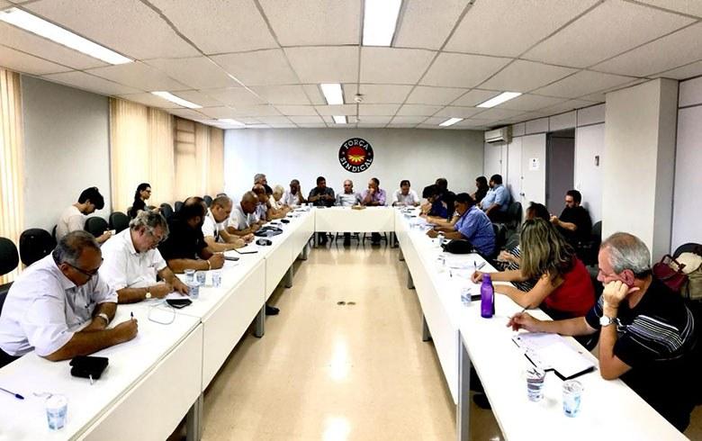 Centrais articulam greve geral mirando setor de transporte