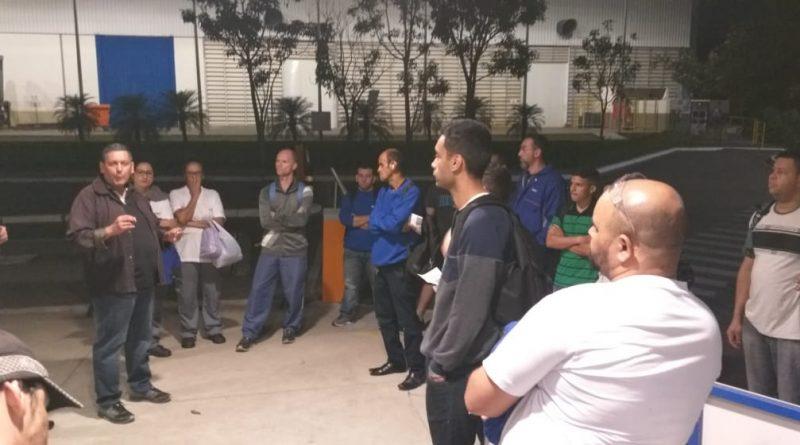 Sindicato faz assembléia com companheiros na SKF