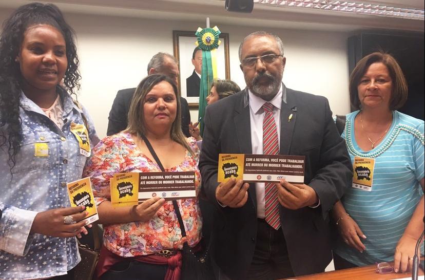 Trabalhadores pressionam parlamentares a votarem contra PEC da Previdência
