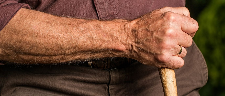Teto da aposentadoria: comissão vai alterar exigência de 49 anos