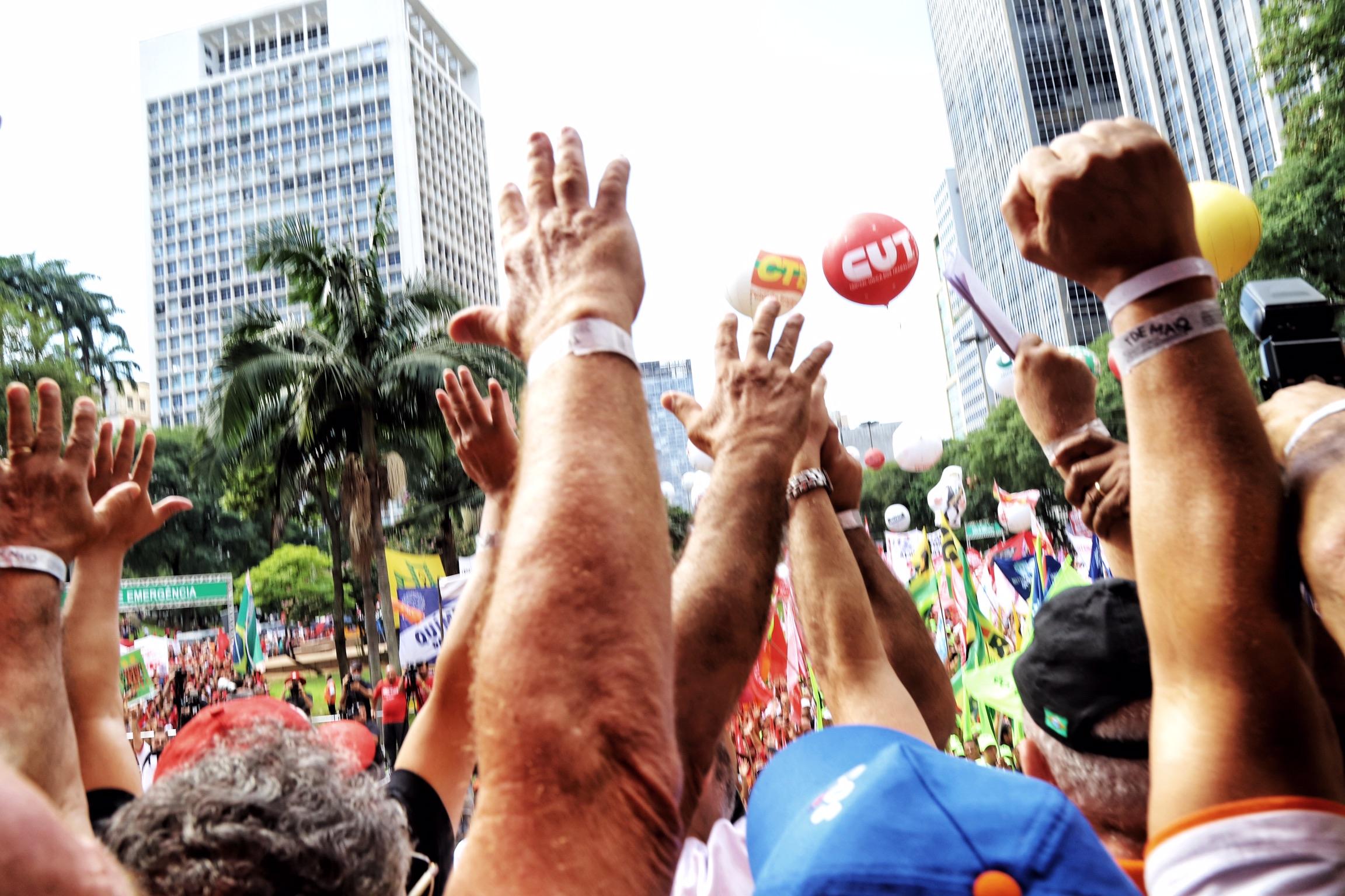 Motoristas, metroviários e ferroviários de São Paulo vão parar na sexta-feira